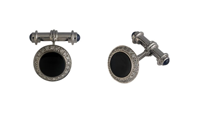 Onyx gold cufflinks for an evening with the ladies